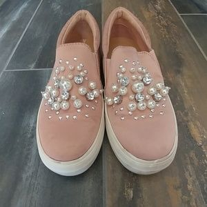 Pink pearly sneaks Size 6